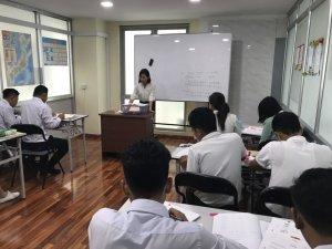 日本人教師による会話力を重点に置いた指導