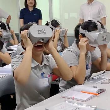 先進的な外国人材介護教育VRの導入